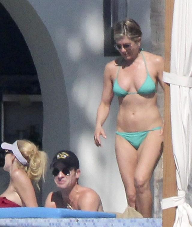 Bikini photos of Jennifer Aniston