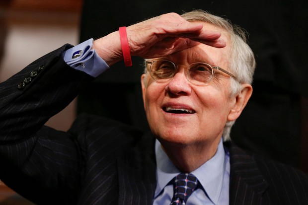 Senate Minority Leader Harry Reid of Nevada looks up into the balcony prior to US President Barack Obama's State of the Union address before a Joint Session of Congress on Capitol Hill in Washington, DC, January 12, 2016. AFP PHOTO / POOL / EVAN VUCCI / AFP / POOL / Evan Vucci