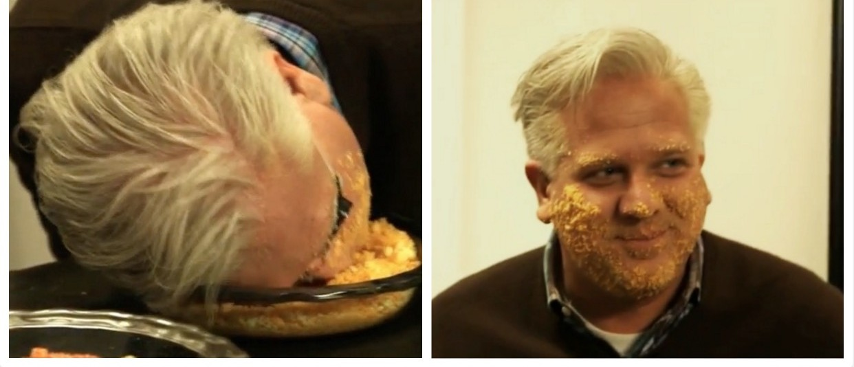 Glenn Beck rubs Cheetos all over his face in an imitation of Trump (YouTube)