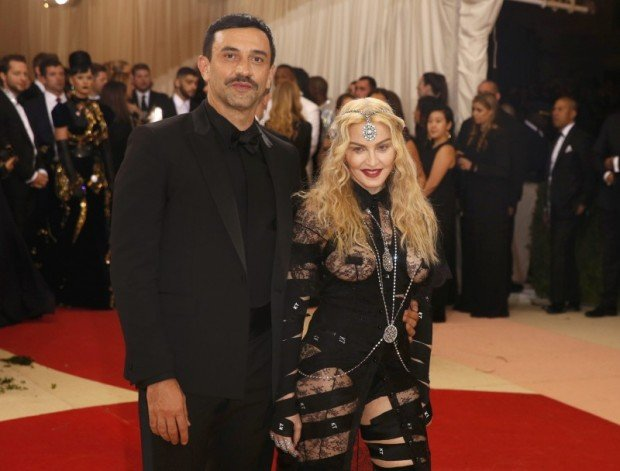 """Singer Madonna arrives with designer Riccardo Tisci at the Metropolitan Museum of Art Costume Institute Gala (Met Gala) to celebrate the opening of """"Manus x Machina: Fashion in an Age of Technology"""" in the Manhattan borough of New York, U.S. May 2, 2016. REUTERS/Lucas Jackson"""