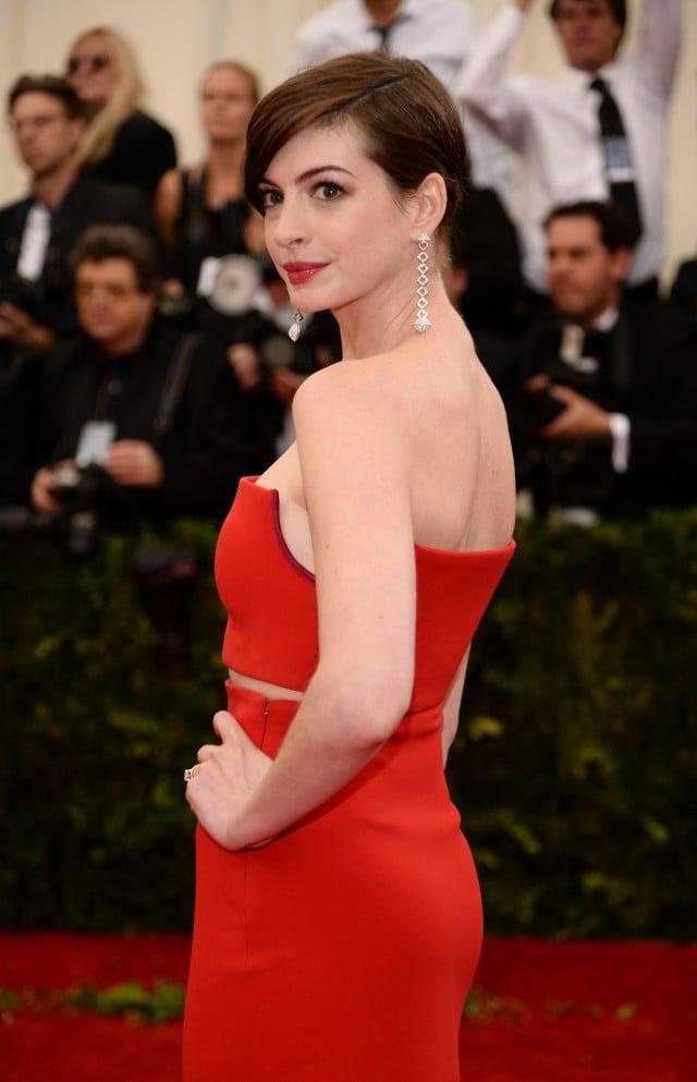 Anne Hathaway criticizes Kardashian family