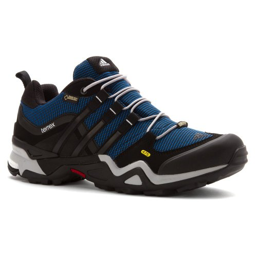 These hiking shoes come in eighteen different colors (Photo via Amazon)