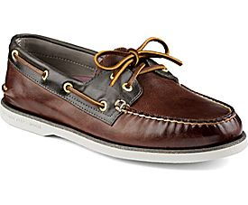 These Sperry boat shoes are over 75 percent off (Photo via Sperry)