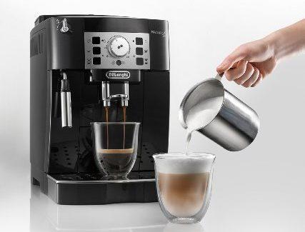 De'Longhi espresso machine is 44 percent off today (Photo via Amazon)