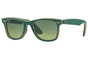 Save 70 bucks on these Ray-Bans at World of Watches (Photo via World of Watches)