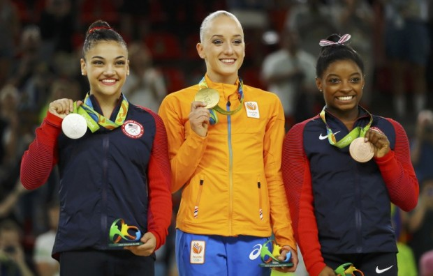 2016 Rio Olympics - Artistic Gymnastics - Victory Ceremony - Women's Balance Beam Victory Ceremony - Rio Olympic Arena - Rio de Janeiro, Brazil - 15/08/2016. Gold medallist Sanne Wevers (NED) of Netherlands (C), silver medallist Laurie Hernandez (USA) of USA (L) and bronze medallist Simone Biles (USA) of USA (R) pose on the podium. REUTERS/Mike Blake