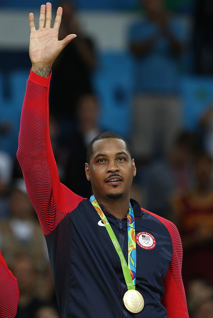 Carmelo thanks the crowd after winning his third consecutive Olympic Gold Medal (Photo by Elsa/Getty Images)