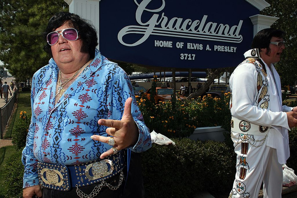 Elvis impersonators Carl Cassady (L) of Frost, Texas and Jim Schmidt of Delano, Minnesota wait to visit Graceland, the home of Elvis Presley on August 15, 2007 (Getty Images)