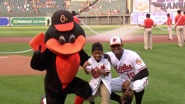 Zion Harvey poses with Orioles outfielder Adam Jones after throwing out the first pitch at Camden Yards (CBS)
