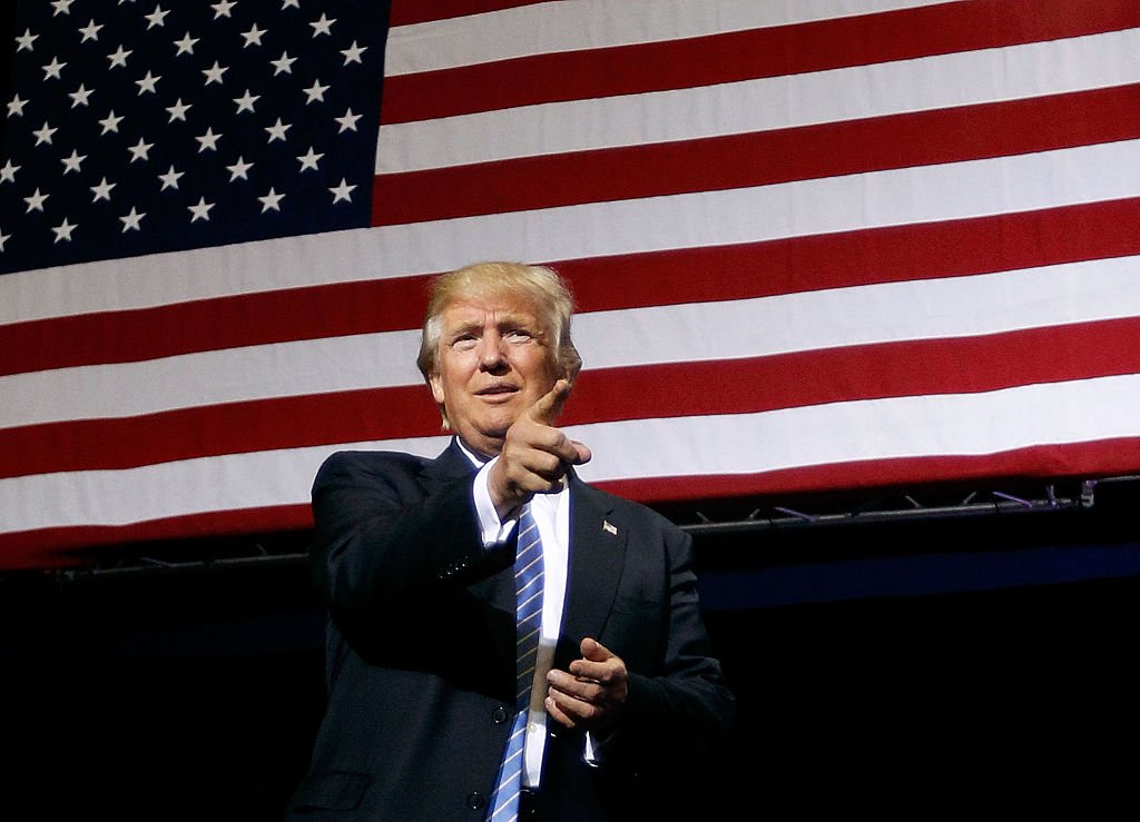 Donald Trump acknowledges supporters as he arrives at a campaign rally on August 31, 2016 in Phoenix, Arizona. (Getty Images)