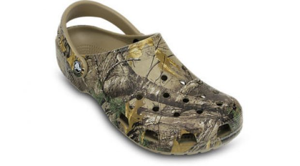 You can save $23 on these Crocs (Photo via eBay)