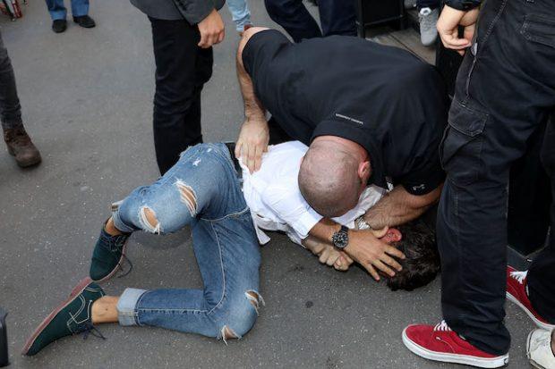 Kim Kardashian arrive at Avenue restaurant Vitalii Sediuk tried to catch her but was neutralized by her bodyguard Pascal. Paris, France on the 28th September. Kim Kardashian arrive a l'Avenue ou Vitalii Sediuk a essaye de l'attraper rapidement maitrise par le garde du corps Pascal. Paris le 28 Septembre <P> <B>Ref: SPL1364229 280916 </B><BR /> Picture by: KCS Presse / Splash News<BR /> </P><P> <B>Splash News and Pictures</B><BR /> Los Angeles:310-821-2666<BR />