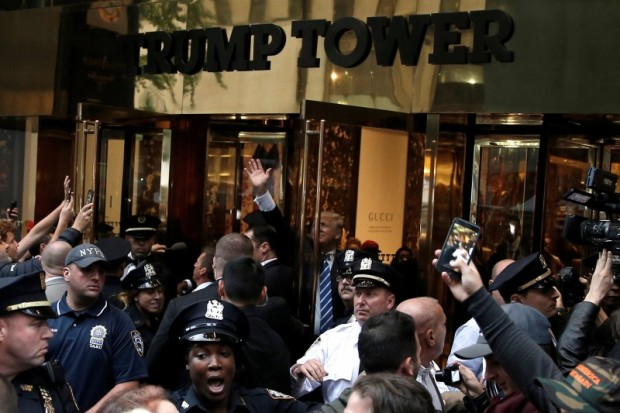 Republican presidential nominee Donald Trump waves to supporters outside the front door of Trump Tower where he lives in the Manhattan borough of New York, October 8, 2016. REUTERS/Mike Segar