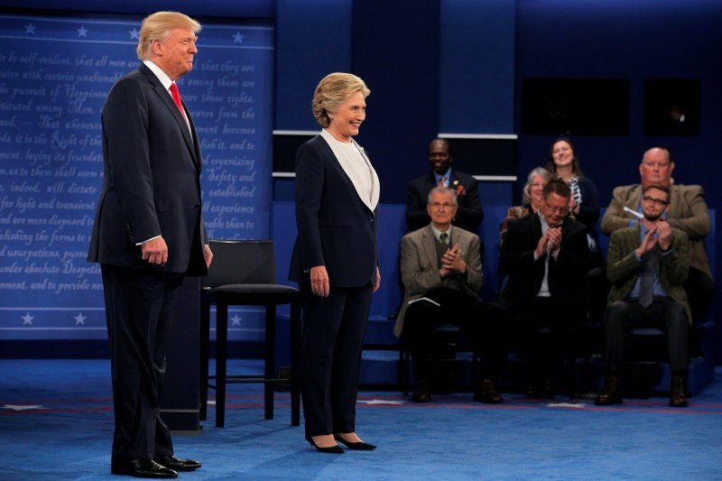 U.S. Republican presidential nominee Donald Trump and U.S. Democratic presidential nominee Hillary Clinton take the stage without shaking hands at their presidential town hall debate at Washington University in St. Louis, Missouri. (Photo credit: REUTERS/Brian Snyder)
