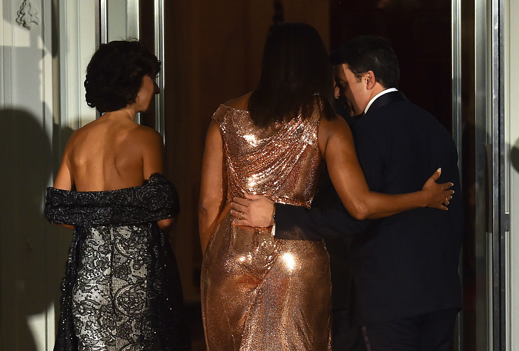 US First Lady Michelle Obama (C) welcomes Italian Prime Minister Matteo Renzi (R) and his wife Agnese Landini to the White House (Photo credit NICHOLAS KAMM/AFP/Getty Images)