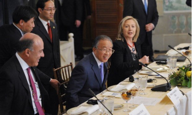Coca-Cola CEO Muhtar Kent (L) with Sec. of State Hillary Clinton (R), May 10, 2011. (Getty Images)