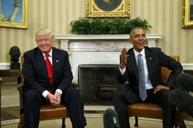U.S. President Barack Obama (R) meets with President-elect Donald Trump to discuss transition plans in the White House Oval Office in Washington, U.S., November 10, 2016. REUTERS/Kevin Lamarque
