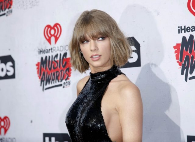 Singer Taylor Swift poses at the 2016 iHeartRadio Music Awards in Inglewood, California, April 3, 2016. REUTERS/Danny Moloshok/File Photo