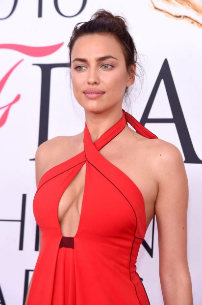 NEW YORK, NY - JUNE 06: Model Irina Shayk attends the 2016 CFDA Fashion Awards at the Hammerstein Ballroom on June 6, 2016 in New York City. (Photo by Jamie McCarthy/Getty Images)
