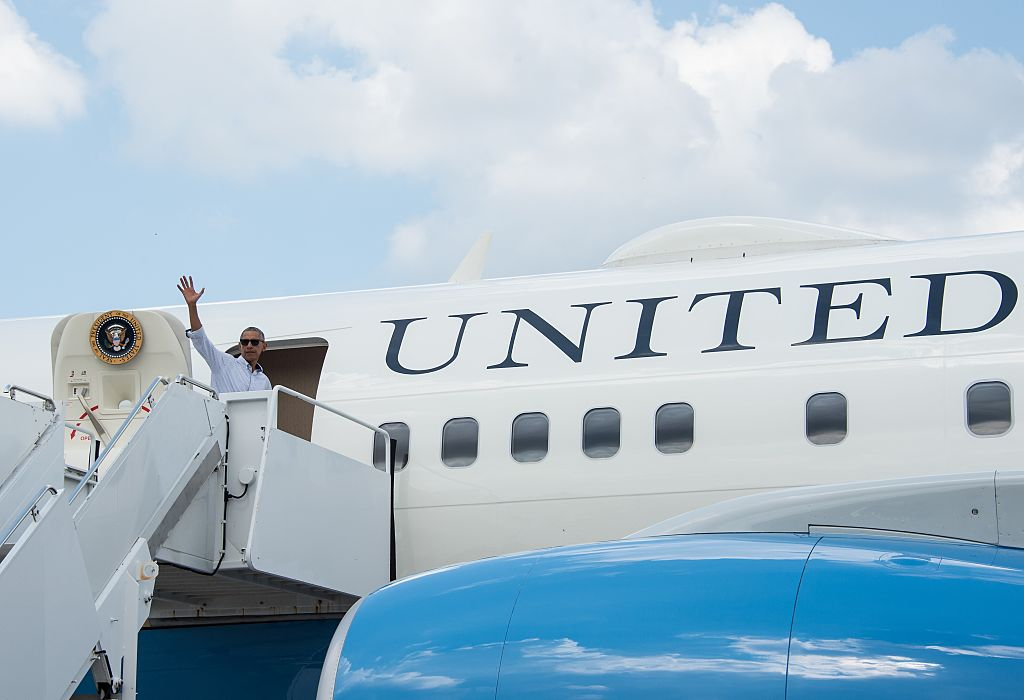 US President Barack Obama waves as he boards Air Force One. (Photo credit: NICHOLAS KAMM/AFP/Getty Images)