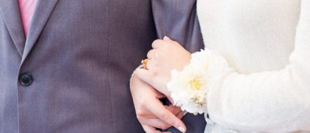Unsurprisingly, the bride and groom in this picture are wearing wedding rings (Photo via Shutterstock)