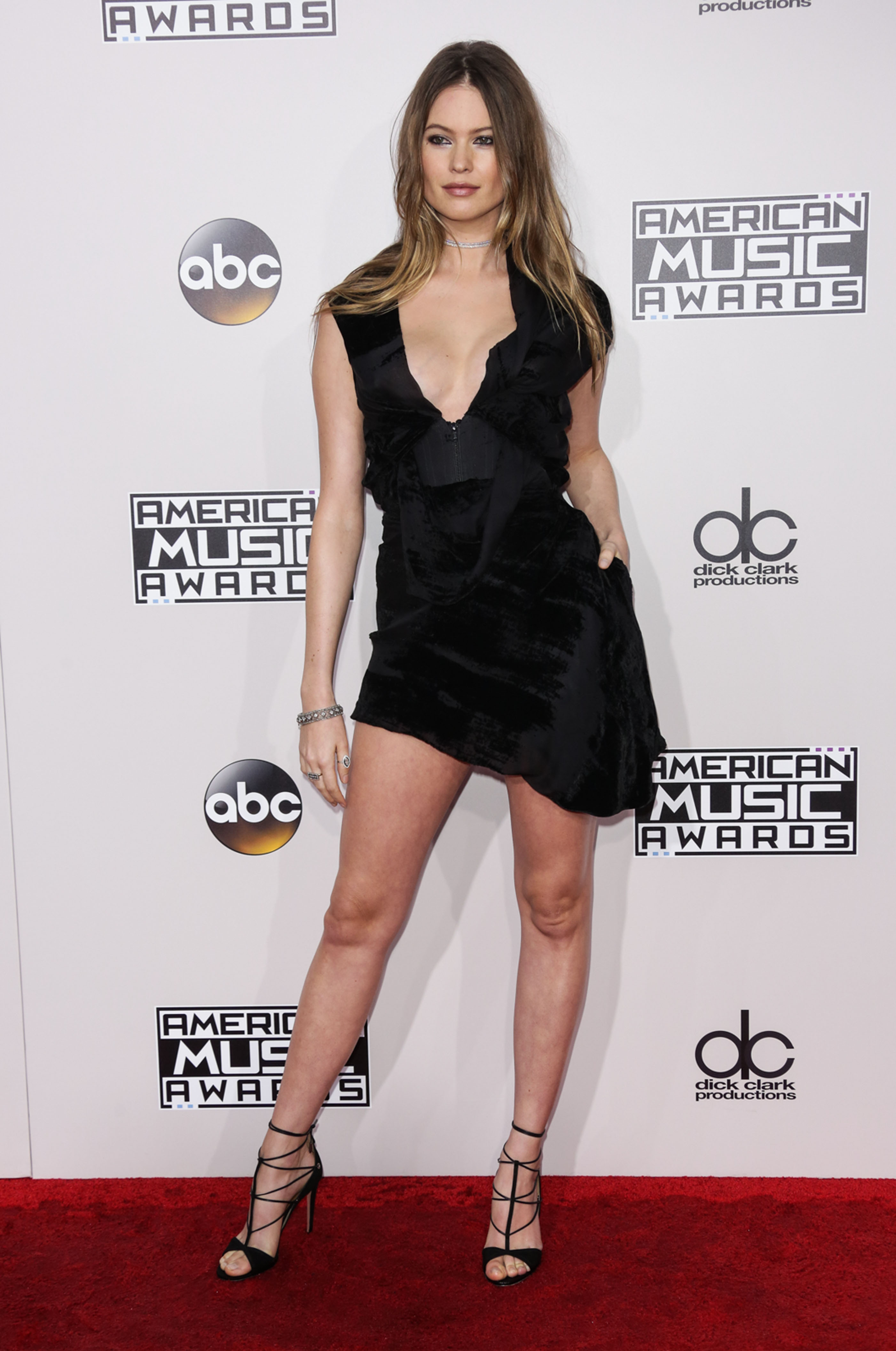 Model Behati Prinsloo arrives on the Red carpet at 2016 American Music Awards (Photo credit: Splash News)