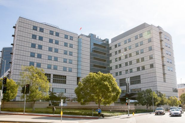 General views of Ronald Regan UCLA Medical Center where Kanye West is reportedly under psychiatric evaluation in Los Angeles, CA <P> Pictured: Ronald Reagan UCLA Medical Center <B>Ref: SPL1399165 231116 </B><BR /> Picture by: Splash News<