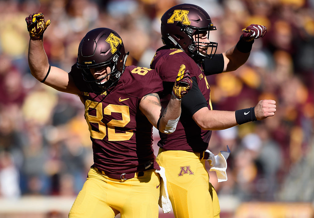 MINNEAPOLIS, MN - OCTOBER 22: Drew Wolitarsky #82 of the Minnesota Golden Gophers congratulates teammate Mitch Leidner #7 on a touchdown against the Rutgers Scarlet Knights during the first quarter of the game on October 22, 2016 at TCF Bank Stadium in Minneapolis, Minnesota. (Photo by Hannah Foslien/Getty Images)