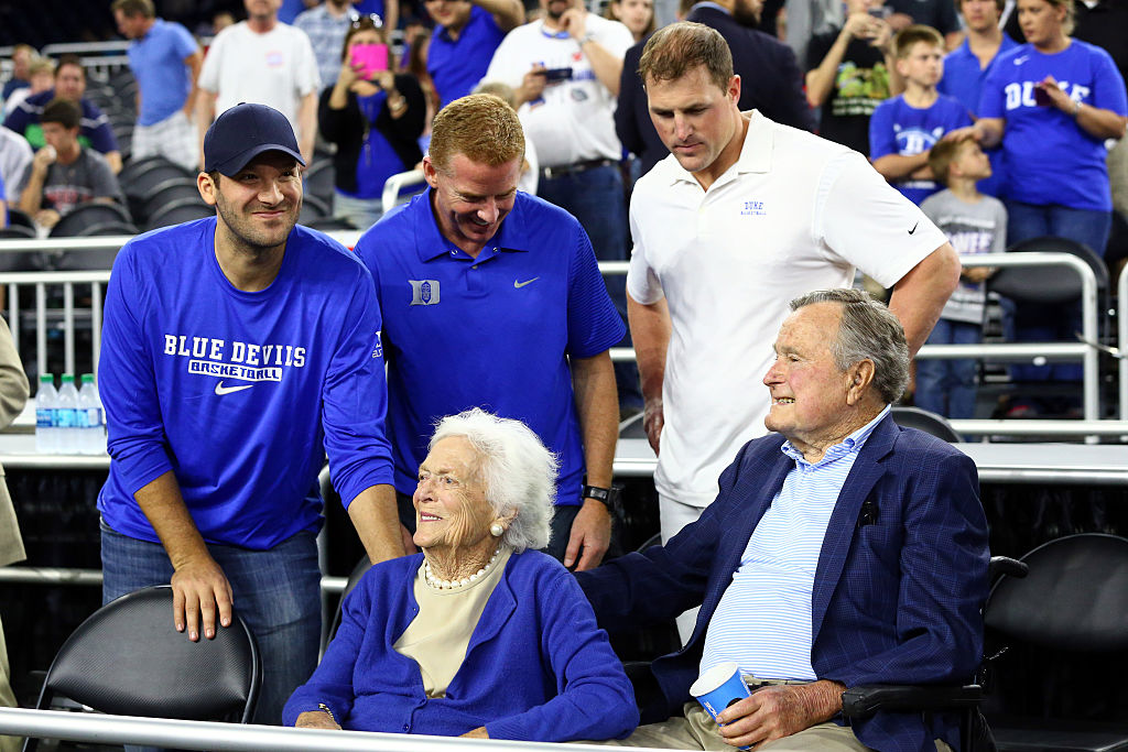 HOUSTON, TX - MARCH 29: (L-R) Tony Romo, Jason Garrett and Jason Witten of the Dallas Cowboys stand with former First Lady Barbara Bush and former President H.W. Bush prior to the South Regional Final of the 2015 NCAA Men's Basketball Tournament between the Duke Blue Devils and the Gonzaga Bulldogs at NRG Stadium on March 29, 2015 in Houston, Texas. (Photo by Ronald Martinez/Getty Images)