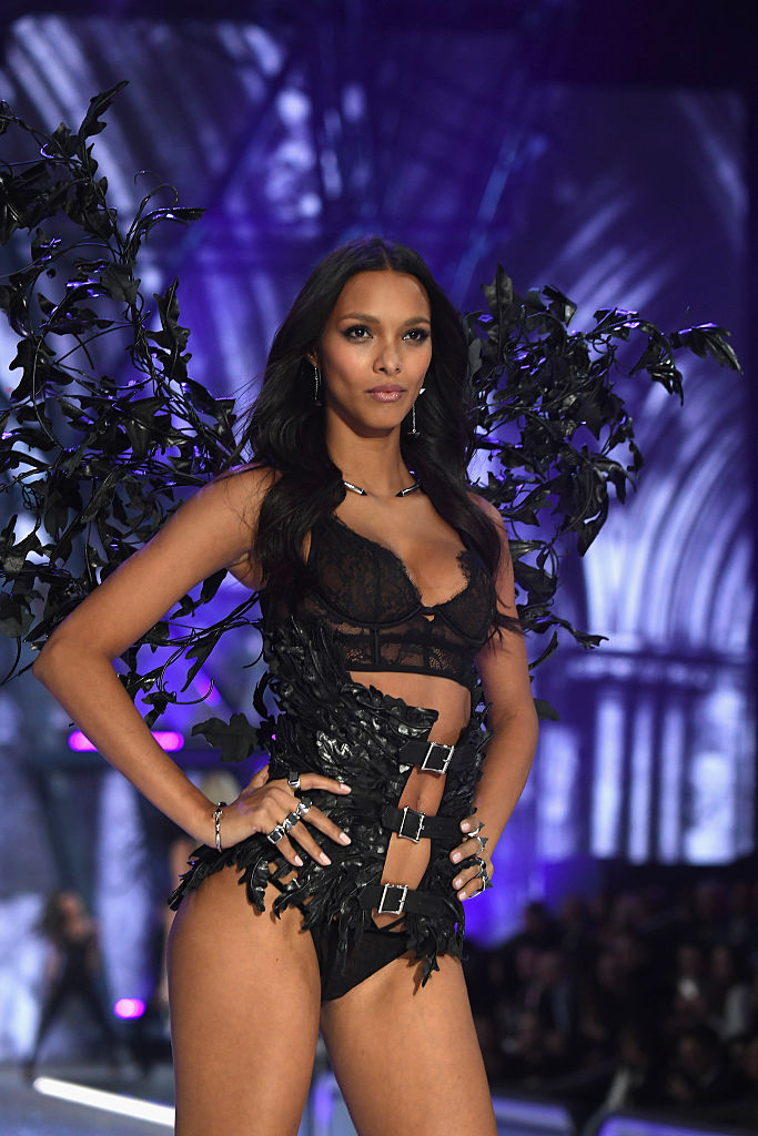 Lais Ribeiro walks the runway at the Victoria's Secret Fashion Show on November 30, 2016 in Paris, France. (Photo by Pascal Le Segretain/Getty Images for Victoria's Secret)