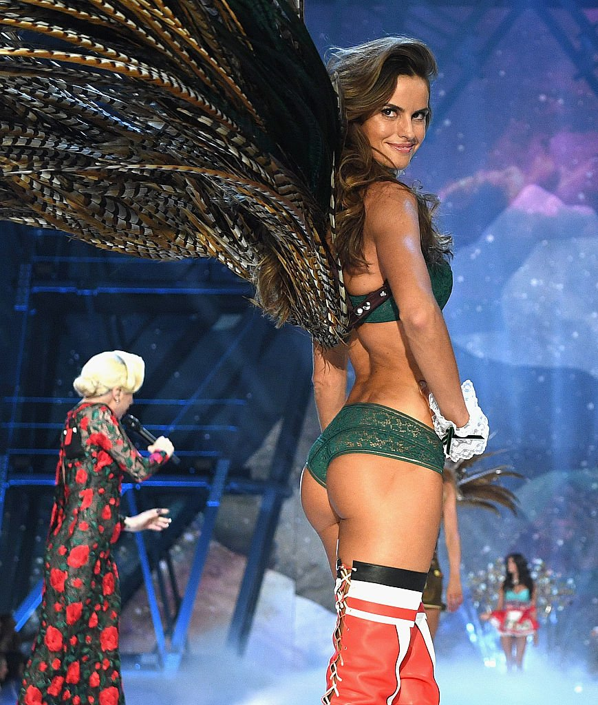 Izabel Goulart walks the runway during the 2016 Victoria's Secret Fashion Show on November 30, 2016 in Paris, France. (Photo by Dimitrios Kambouris/Getty Images for Victoria's Secret)