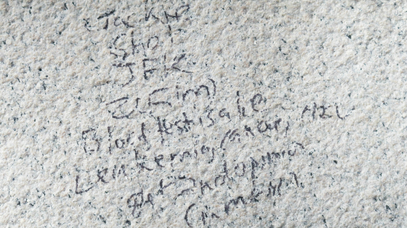 Defaced side of the Lincoln Memorial: Ted Goodman/TheDCNF