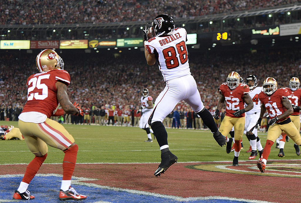Tony Gonzalez #88 of the Atlanta Falcons catches a two yard touchdown pass against the San Francisco 49ers during the fourth quarter at Candlestick Park on December 23, 2013 in San Francisco, California. The 49ers won the game 34-24. (Photo by Thearon W. Henderson/Getty Images)