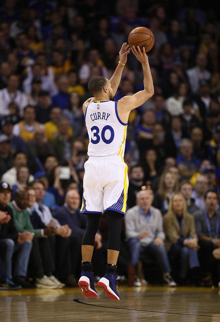Stephen Curry #30 of the Golden State Warriors in action against the Cleveland Cavaliers at ORACLE Arena on January 16, 2017 in Oakland, California. NOTE TO USER: User expressly acknowledges and agrees that, by downloading and or using this photograph, User is consenting to the terms and conditions of the Getty Images License Agreement. (Photo by Ezra Shaw/Getty Images)