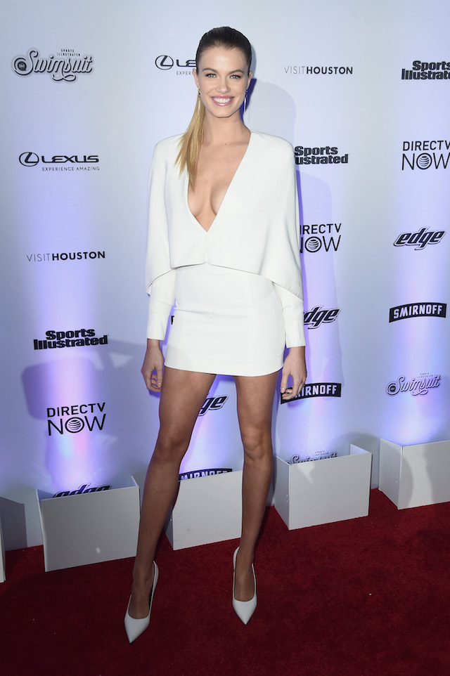 Hailey Clauson looked gorgeous in her white dress. (Photo by Nicholas Hunt/Getty Images for Sports Illustrated)