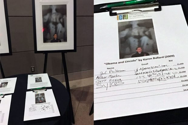 Jeff Zucker bids on a photo of President Barack Obama (The Daily Caller photo)