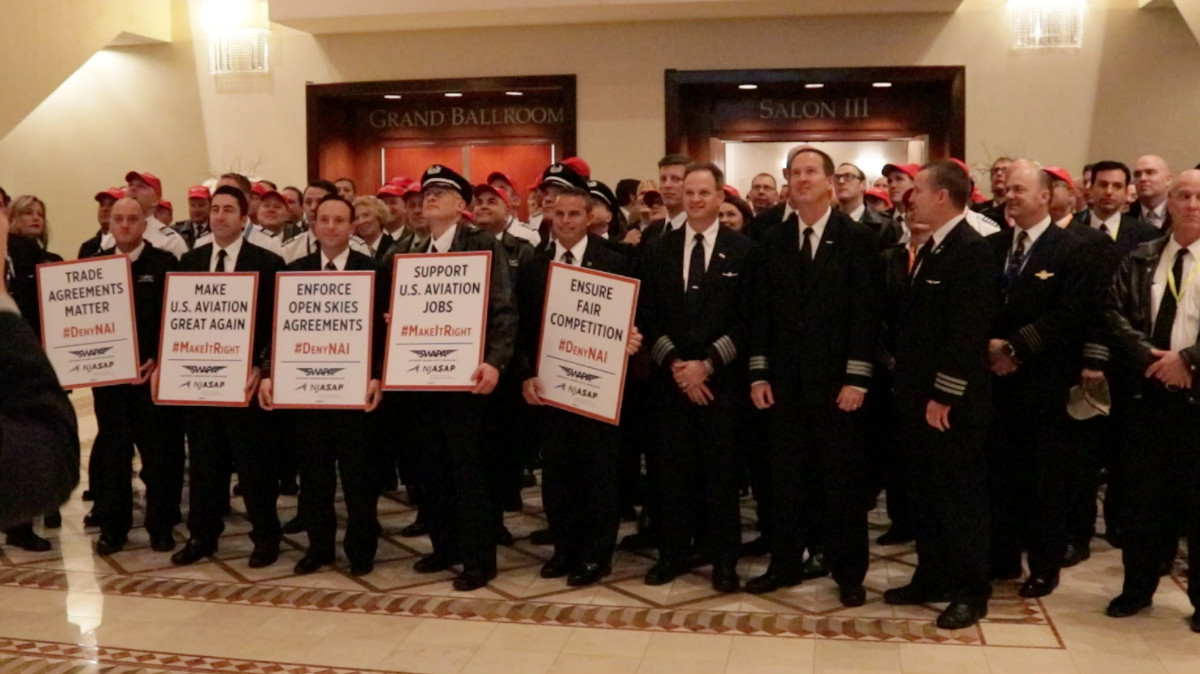 """Pilots donned """"Make Aviation Great Again"""" hats and held signs during a Jan. 24 rally outside of the White House: Ted Goodman/TheDCNF"""