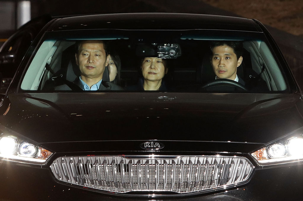 Park Geun-hye drives to a detention after being arrested on March 31, 2017 (Getty Images)