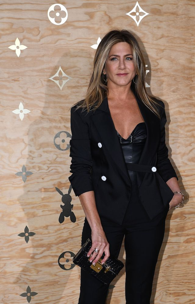 Jennifer Aniston poses during a photocall ahead of a diner for the launch of a Louis Vuitton leather goods collection in collaboration with US artist Jeff Koons, at the Louvre in Paris on April 11, 2017. (Photo credit: GABRIEL BOUYS/AFP/Getty Images)