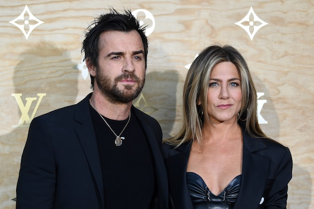 US actor Justin Theroux (L) and his wife US actress Jennifer Aniston (R) pose during a photocall ahead of a diner for the launch of a Louis Vuitton leather goods collection in collaboration with US artist Jeff Koons, at the Louvre in Paris on April 11, 2017. (Photo credit should read GABRIEL BOUYS/AFP/Getty Images)