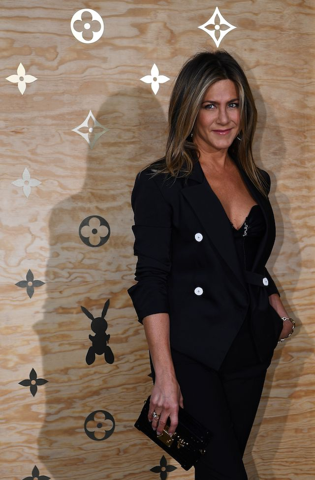 Jennifer Aniston poses during a photocall ahead of a diner for the launch of a Louis Vuitton leather goods collection in collaboration with US artist Jeff Koons, at the Louvre in Paris on April 11, 2017. (Photo credit should read GABRIEL BOUYS/AFP/Getty Images)