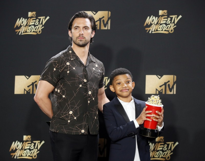"2017 MTV Movie and TV Awards – Photo Room – Los Angeles, U.S., 07/05/2017 – Milo Ventimiglia and Lonnie Chavis - Tearjerker Award for ""This is Us"". REUTERS/Danny Moloshok"