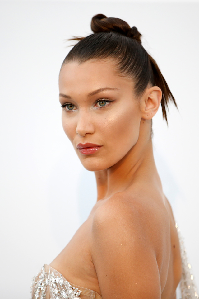 70th Cannes Film Festival ñ The amfAR's Cinema Against AIDS 2017 event ñ Photocall Arrivals - Antibes, France. 25/05/2017. Model Bella Hadid poses. REUTERS/Stephane Mahe - RTX37MR6