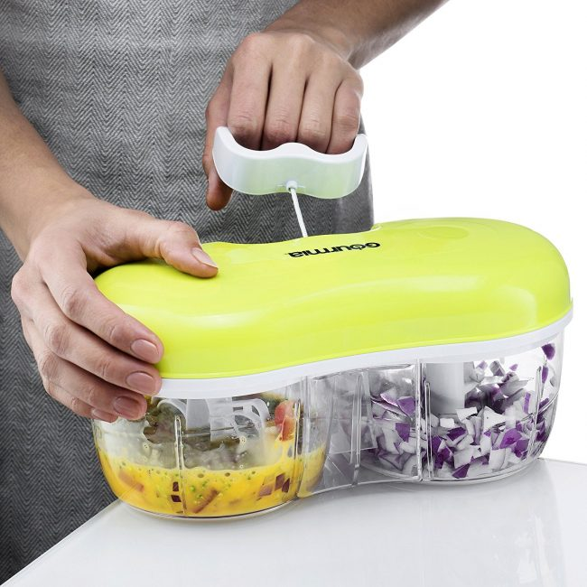 Finally, you can chop your tomatoes without the aftertaste of the onions you cut beforehand (Photo via Amazon)