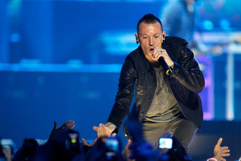 FILE PHOTO: Chester Bennington of the band Linkin Park performs during the second day of the 2012 iHeartRadio Music Festival at the MGM Grand Garden Arena in Las Vegas, Nevada September 22, 2012. REUTERS/Steve Marcus/File Photo