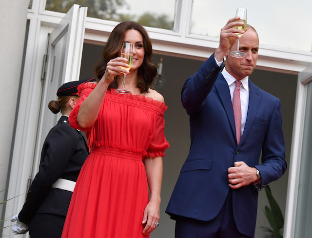 Britain's Prince William and Catherine, Duchess of Cambridge make a toast at the 'Queen's Birthday Garten Party' in British ambassador's residence in Berlin, Germany, July 19, 2017. REUTERS/Jens Kalaene/Pool - RTX3C4KR