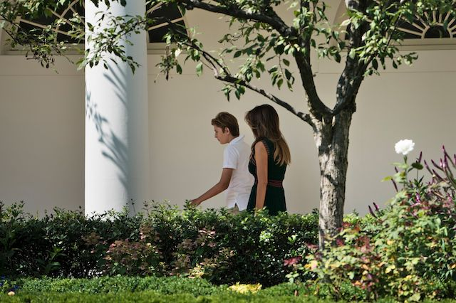 Barron Trump (L) and US first lady Melania Trump walk to the West Wing of the White House on August 25, 2017 in Washington, DC. / AFP PHOTO / Brendan Smialowski (Photo credit should read BRENDAN SMIALOWSKI/AFP/Getty Images)