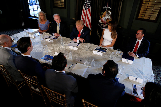 U.S. President Donald Trump (C) meets with Secretary of Health and Human Services (HHS) Tom Price (2nd L), flanked by White House counsellor Kellyanne Conway (L) and first lady Melania Trump (2nd R) to discuss opioid addiction during a briefing at Trump's golf estate in Bedminster, New Jersey, U.S., August 8, 2017. REUTERS/Jonathan Ernst - RTS1AXMD