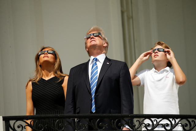 U.S. President Donald Trump watches the solar eclipse with first Lady Melania Trump and son Barron from the Truman Balcony at the White House in Washington, U.S., August 21, 2017 REUTERS/Kevin Lamarque - RTS1CPAE