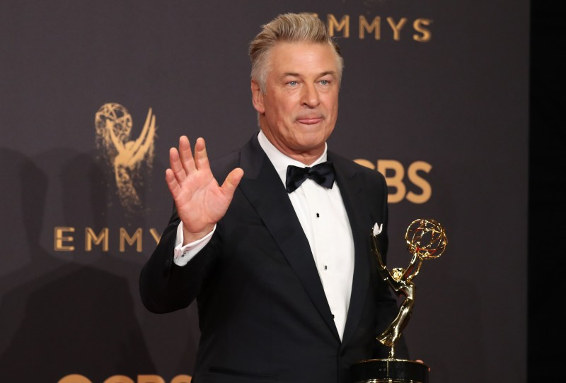"69th Primetime Emmy Awards – Photo Room – Los Angeles, California, U.S., 17/09/2017 - Alec Baldwin with his Emmy for Outstanding Supporting Actor in a Comedy Series for ""Saturday Night Live"". REUTERS/Lucy Nicholson"